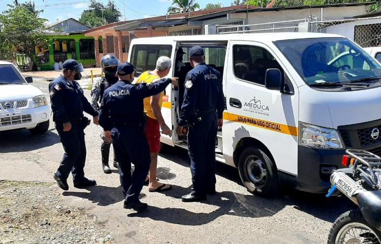 Retienen a más de 30 hombres en Herrera