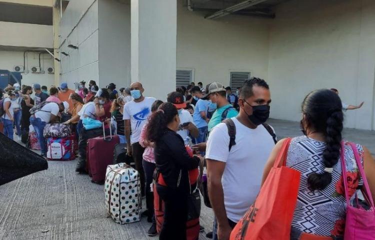 Llegan a Nicaragua 200 nacionales que permanecían varados en Panamá
