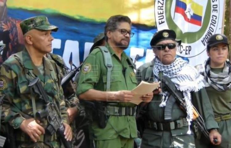 Revista publica fotos de jefes disidentes de las FARC armados en Venezuela