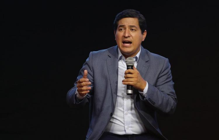 Arauz gana los comicios en Ecuador pero necesitará segunda vuelta, según sondeos