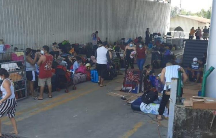 Nicaragüenses continuarán su viaje luego de someterse a los hisopados