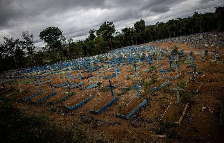 Más de 10 millones de contagios en Brasil