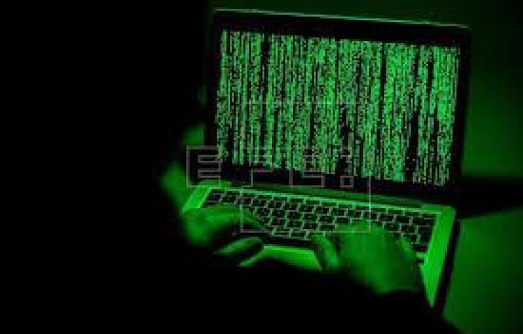 Tras las rejas por robar a través de internet