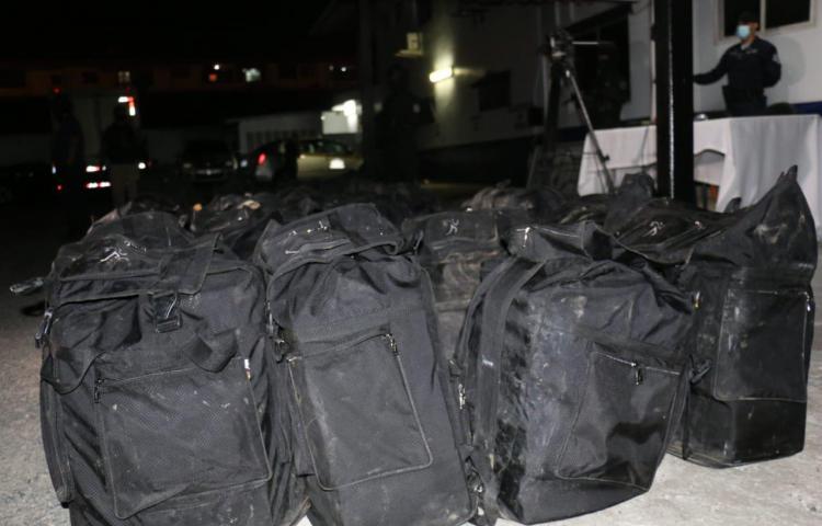 No hay detenidos.Incautan 3,665 paquetesde droga en Colón