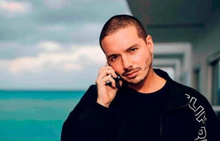 El reguetoneroJ Balviny la modelo Valentina Ferrer esperan su primer hijo
