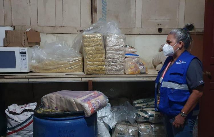 Retiran productos vencidos de un restaurante en Chitré