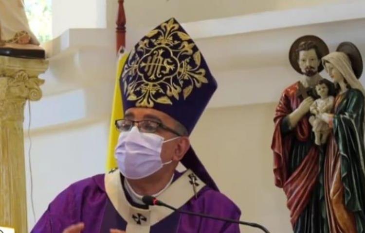 """""""Quiero imaginar que la pandemia ha desafiado lo mejor de los educadores"""", Monseñor Ulloa"""
