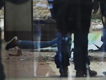 Siete estudiantes mueren al caer de un cuarto piso en universidad boliviana