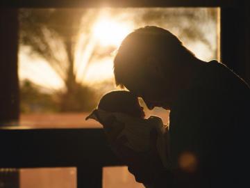 Dirigentes apoyan ampliación del fuero maternal hasta el padre