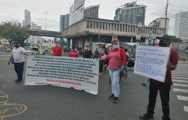 Mujeres aspirantes a transportistas protestaron en la Asamblea Nacional