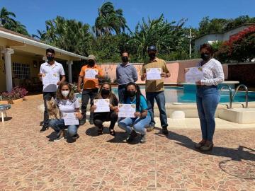 Productores y estudiantes en Panamá Oeste reciben curso de apicultura