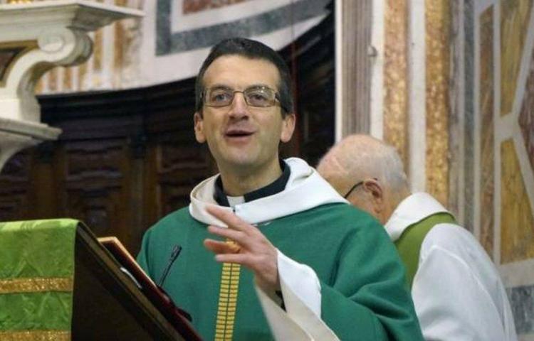 Párroco italiano se negó a bendecir ramos al no poder bendecir a parejas gais