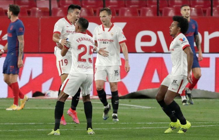 Sevilla aprieta la liga gracias a Acuña