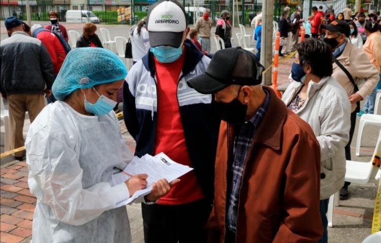 Endurecen las restricciones en Colombia por nueva ola del coronavirus