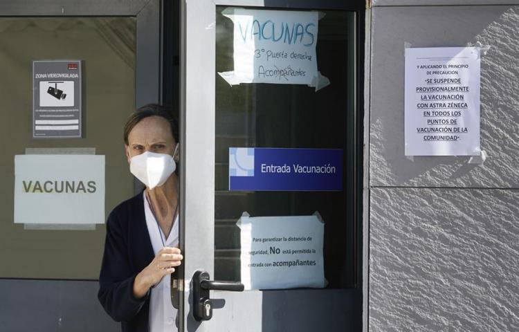 Los ministros de Sanidad de la UE se reúnen esta tarde por la vacuna de AstraZeneca