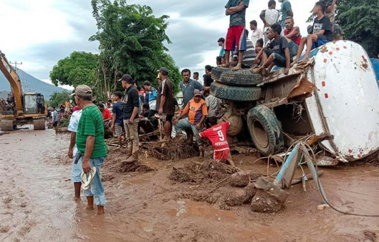 Indonesia busca a supervivientes de las riadas que se han cobrado 124 vidas