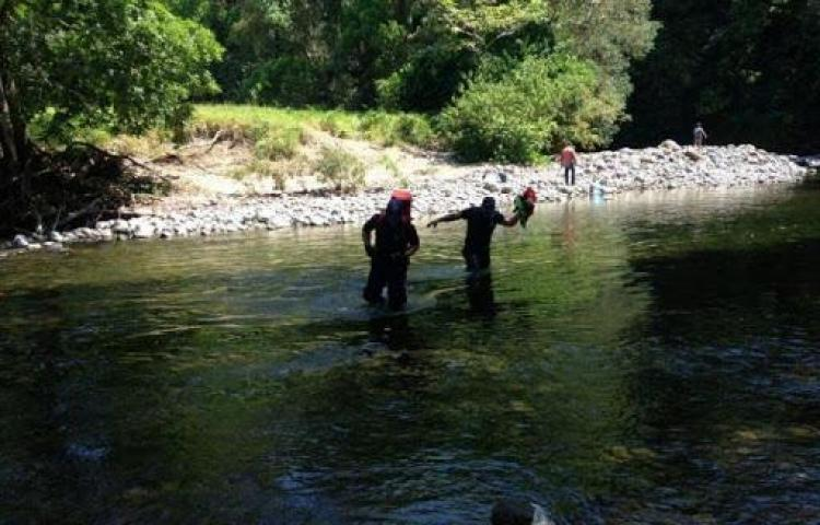 Ubican cuerpo de un hombre desnudo en el río Gariché
