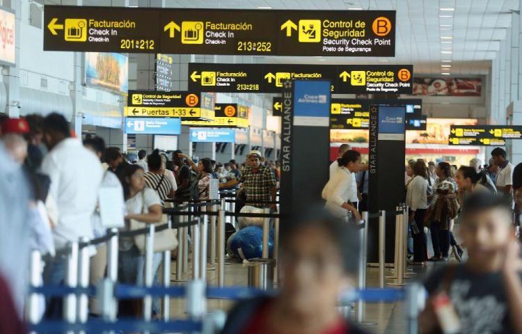 Minsa analiza flexibilizar las restricciones para viajeros procedentes de Suramérica