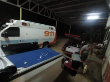 Personal del 911 duermen en los estacionamientos de una estación de Bomberos