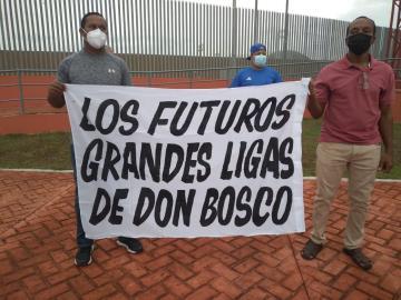 Ciudadanos protestan para exigir que abran el Complejo Deportivo Roberto Kelly