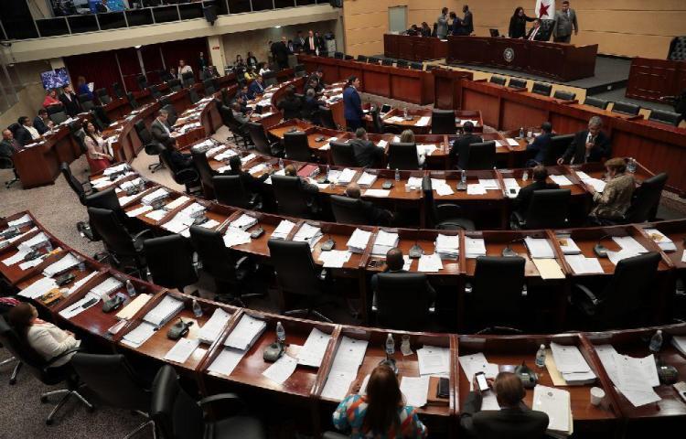 Empresarios insisten en reformar la Constitución