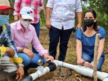 Inauguran dos sistemas de riegos para agricultores de Los Santos