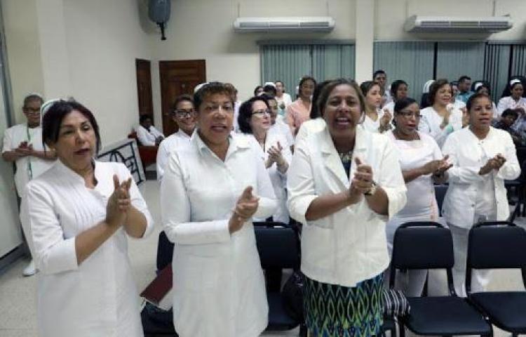 Enfermeras advierten con paro de labores