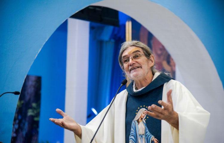 Sacerdote secuestrado predicó la 'no violencia' a sus captores