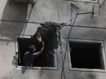 Israel mueve tropas en frontera con Gaza y no descarta operación terrestre