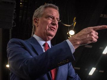 Hamburguesas y papas gratis para que los neoyorquinos se vacunen