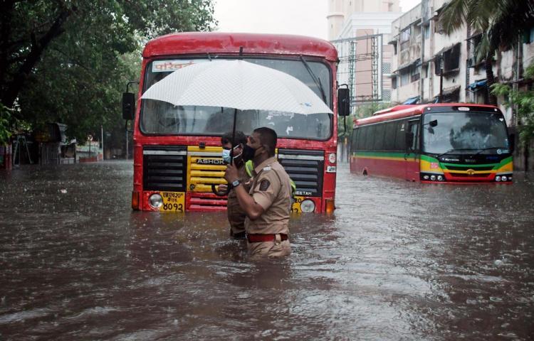 Más de un centenar de muertes tras el paso del ciclón Tauktae por la India