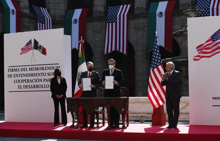 México y Estados Unidos firman memorándum de cooperación migratoria