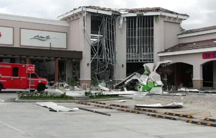 Explota tanque de gas y destruye 15 locales en Coronado