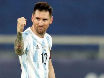 Argentina y Chile empatan en su debut en la Copa América