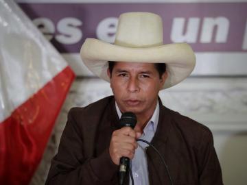 Castillo asume el rol de presidente electo de Perú pese a la falta de proclamación