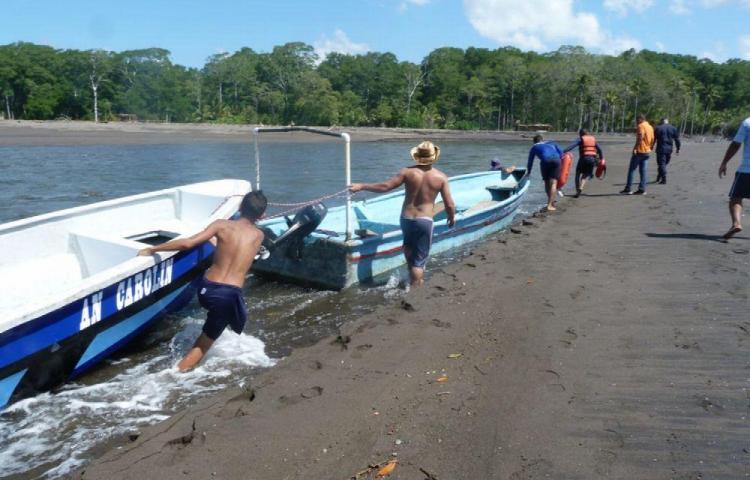 Se aferraron a dos boyas para sobrevivir tras tres días a la deriva