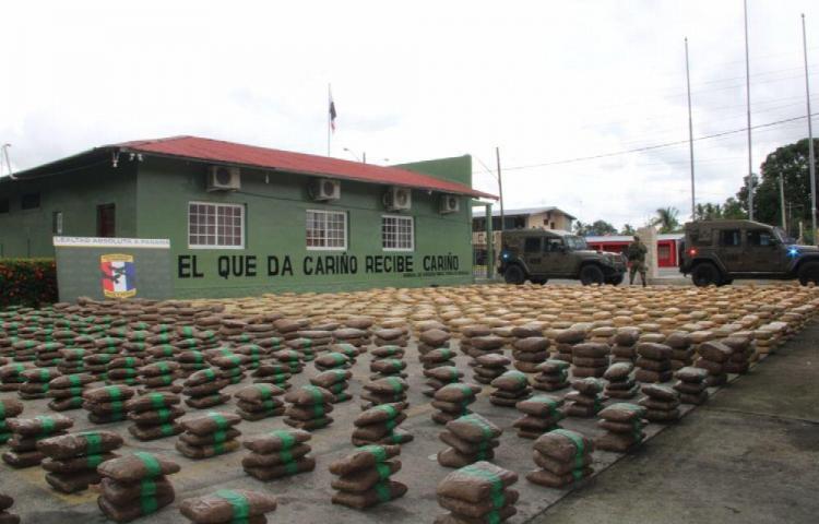 Senafront agarra bote nica con 78 sacos de presunta droga