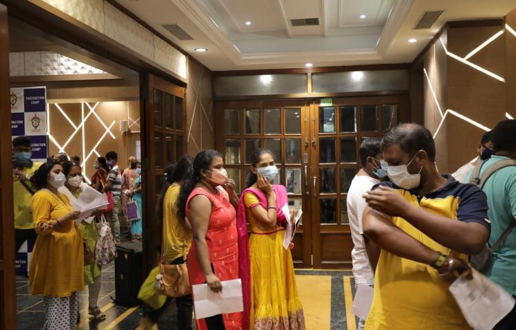Una nueva variante alerta a la India que ya supera los 30 millones de casos
