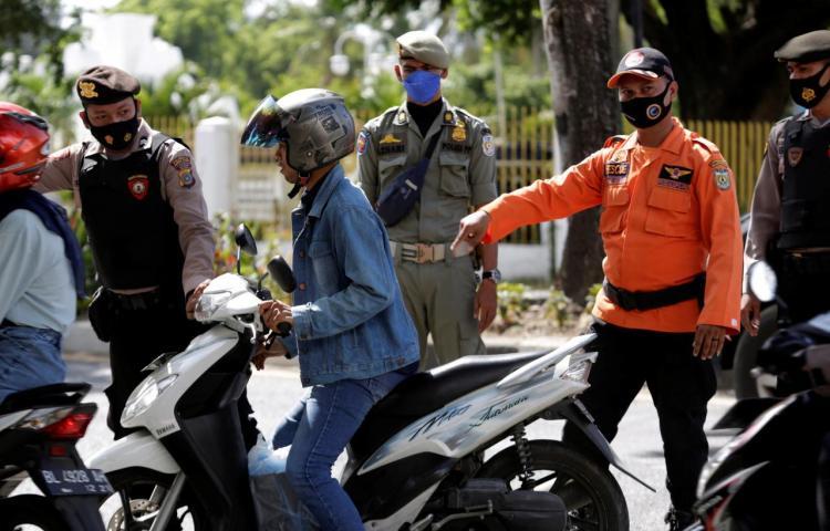 Los hospitales indonesios se quedan sin oxígeno en la peor ola de la pandemia