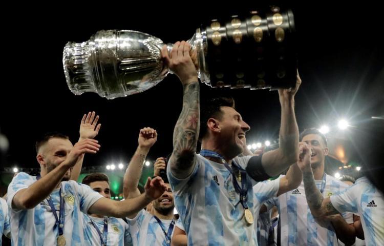 """El """"maracanazo argentino"""" copa las portadas de los diarios del país de Messi"""