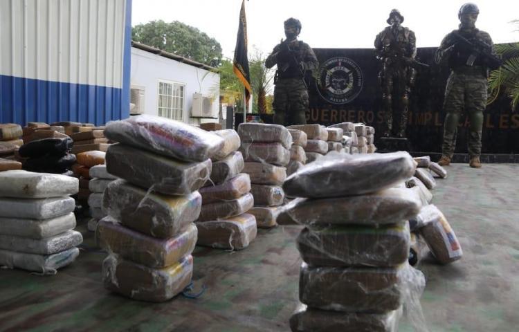 A la chirola cuatro sujetos por pocotón de droga encontrada en San Carlos