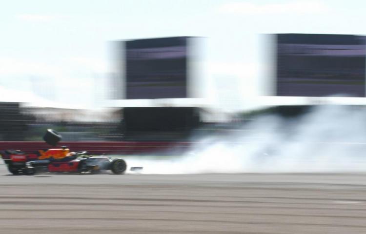 Bandera roja tras accidente de Verstappen, retirado en la primera vuelta