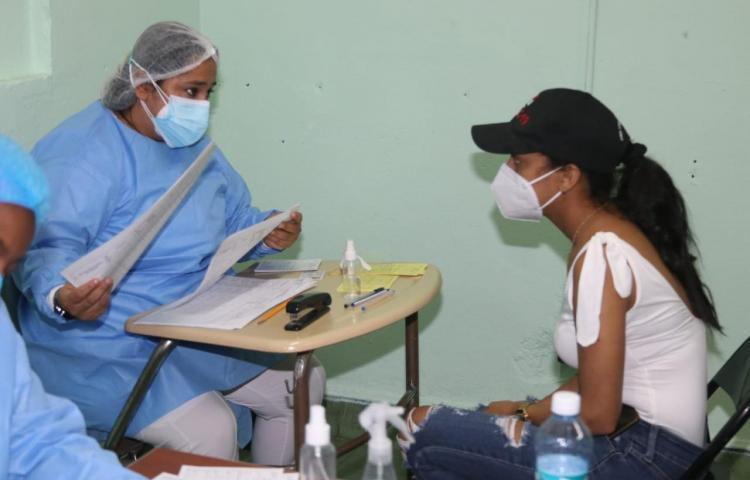 Continúa jornada de vacunación masiva en Calidonia