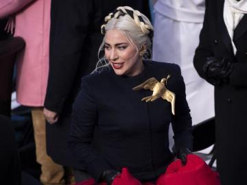 Venderán broche de Lady Gaga para apoyar a fundación