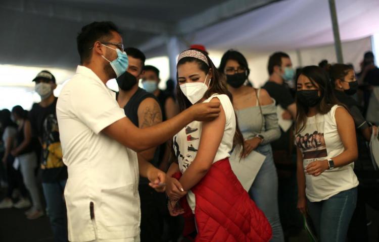 La alta demanda de los jóvenes agota las vacunas en Ciudad de México