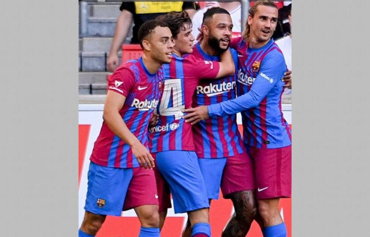 Depay lidera al Barcelona