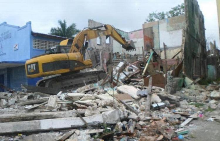 Continuarán la demolición de edificios en Colón