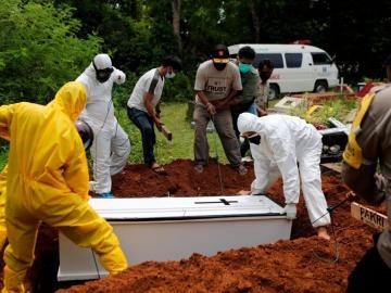 Indonesia supera las 100,000 muertes por la covid-19