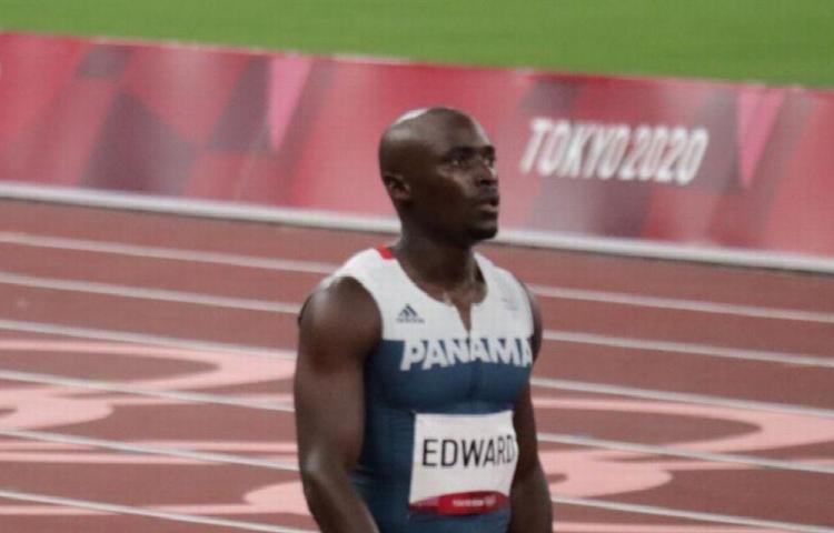 Edward sufrió una distensión muscular