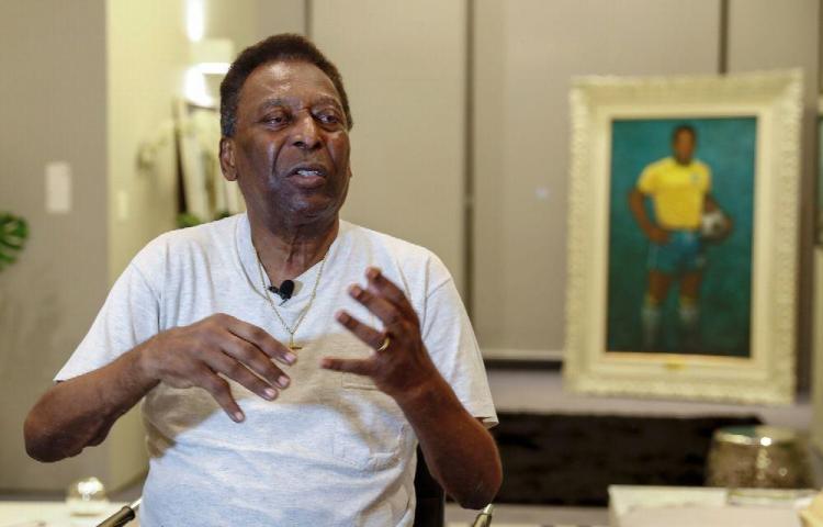 Paga $10 mil para hablar con Pelé